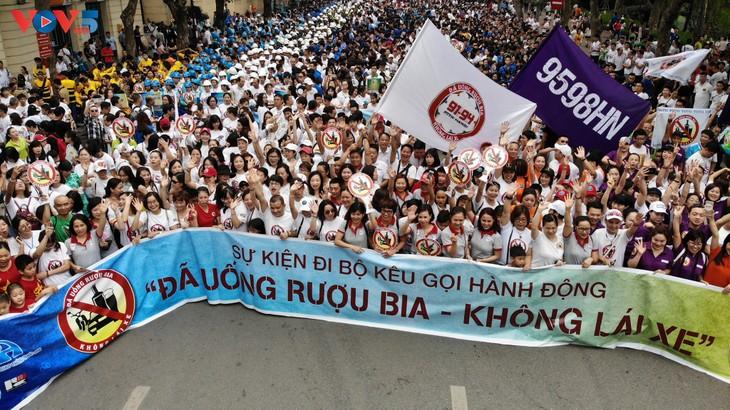 """Hàng nghìn người đi bộ kêu gọi """"Đã uống rượu bia - không lái xe"""" - ảnh 1"""