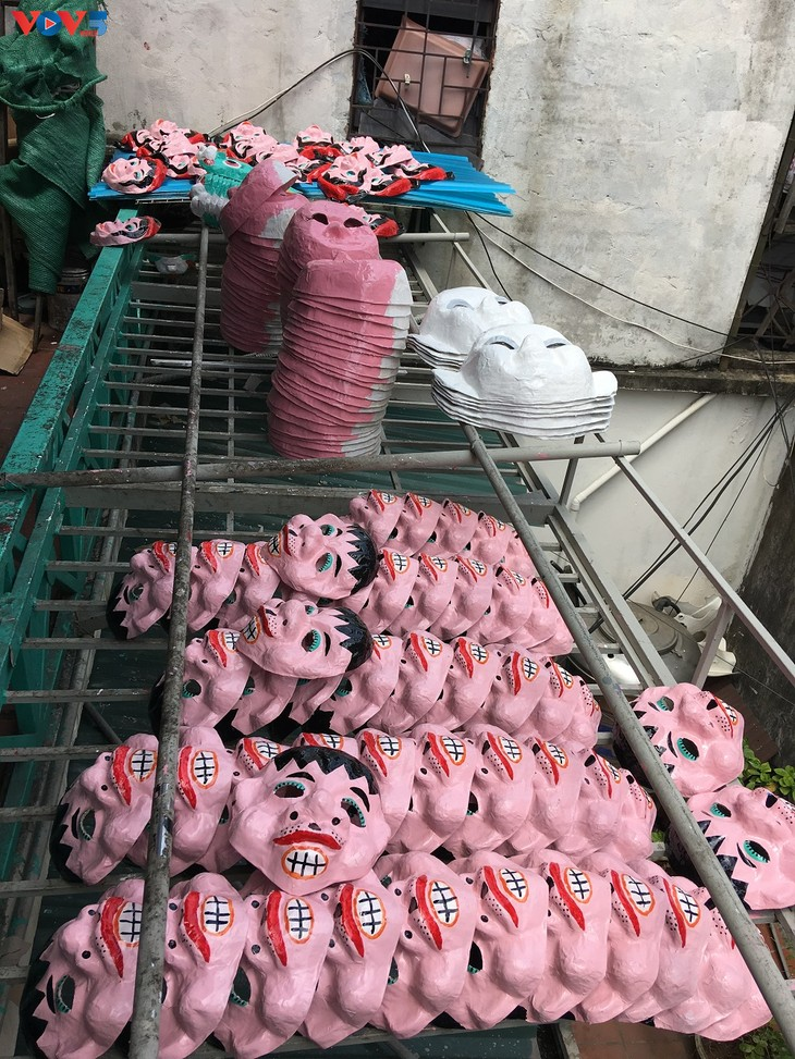 Gia đình cuối cùng ở Hà Nội giữ nghề làm mặt nạ giấy bồi - ảnh 11