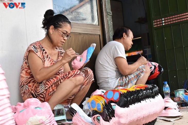 Gia đình cuối cùng ở Hà Nội giữ nghề làm mặt nạ giấy bồi - ảnh 1