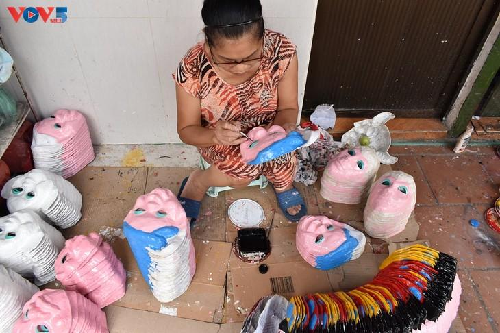Gia đình cuối cùng ở Hà Nội giữ nghề làm mặt nạ giấy bồi - ảnh 3