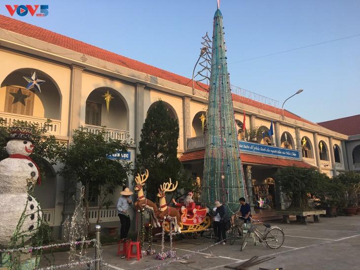 Không khí Giáng sinh tràn ngập tại nhà thờ đá Phát Diệm - ảnh 14