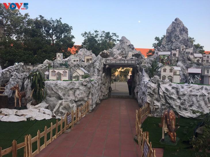 Không khí Giáng sinh tràn ngập tại nhà thờ đá Phát Diệm - ảnh 2