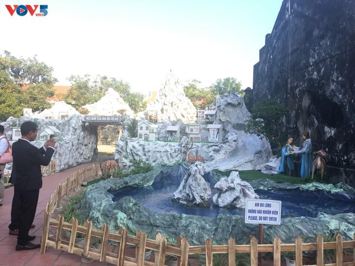 Không khí Giáng sinh tràn ngập tại nhà thờ đá Phát Diệm - ảnh 3