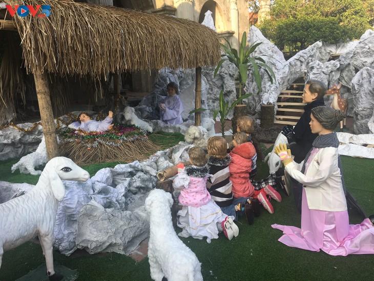 Không khí Giáng sinh tràn ngập tại nhà thờ đá Phát Diệm - ảnh 5