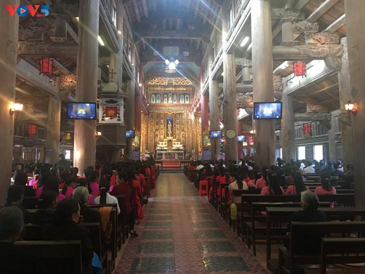 Không khí Giáng sinh tràn ngập tại nhà thờ đá Phát Diệm - ảnh 1