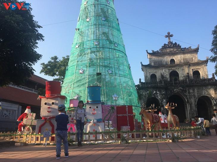 Không khí Giáng sinh tràn ngập tại nhà thờ đá Phát Diệm - ảnh 12