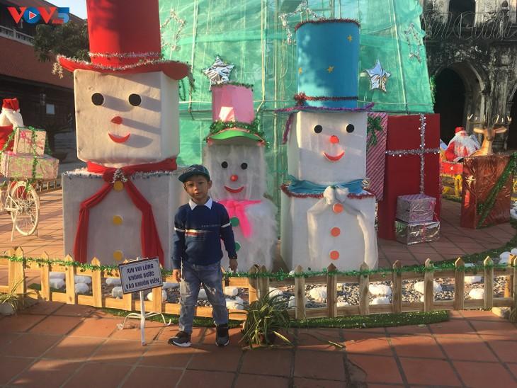 Không khí Giáng sinh tràn ngập tại nhà thờ đá Phát Diệm - ảnh 13