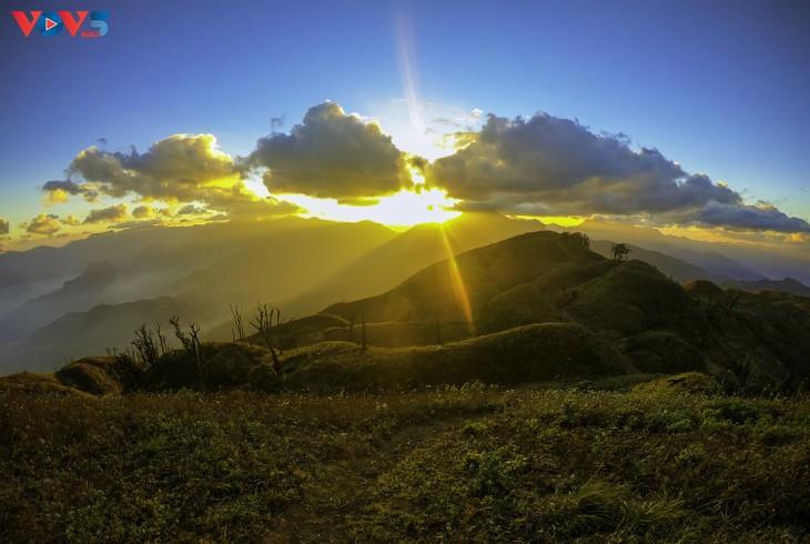 Lảo Thẩn, ngọn núi mang vẻ đẹp lãng du - ảnh 6