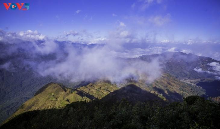 Lảo Thẩn, ngọn núi mang vẻ đẹp lãng du - ảnh 14