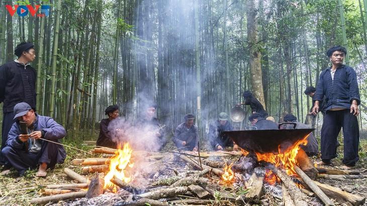 """Độc đáo lễ cúng rừng """" Gạ Ma Do"""" của người Hà Nhì đen - ảnh 13"""