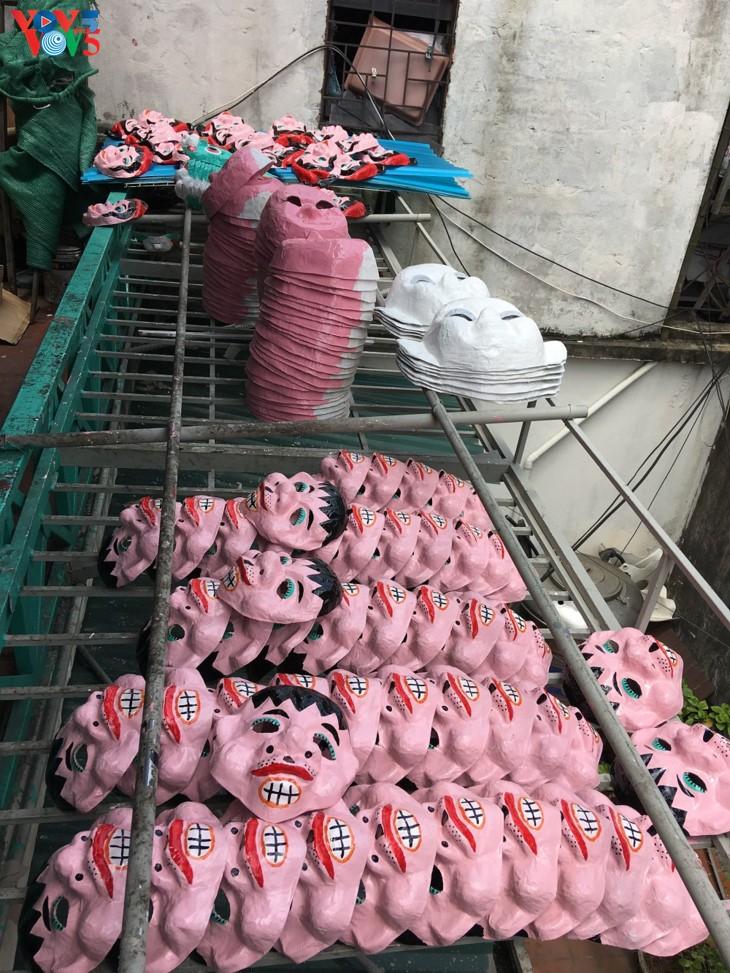 ครอบครัวสุดท้ายในกรุงฮานอยที่อนุรักษ์อาชีพทำหน้ากากกระดาษ โบ่ย - ảnh 10