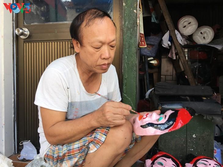 ครอบครัวสุดท้ายในกรุงฮานอยที่อนุรักษ์อาชีพทำหน้ากากกระดาษ โบ่ย - ảnh 5