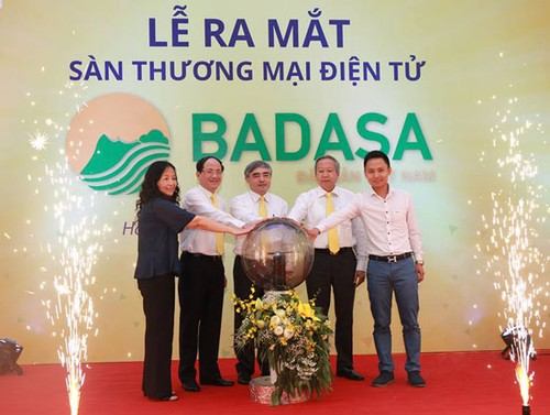 Vietnam launches first online trading floor for local products