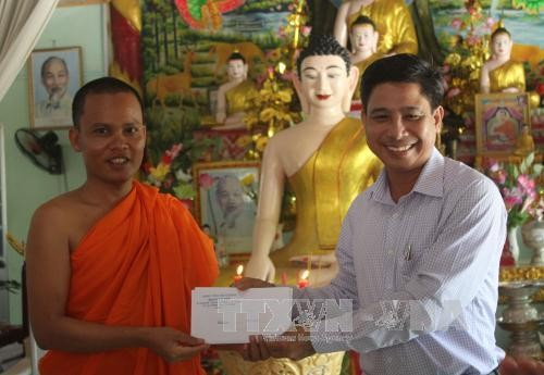 new year wishes to khmer people in hau giang nh 1