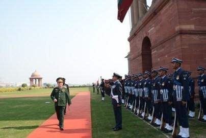 ベトナム軍事高級代表団、インド...