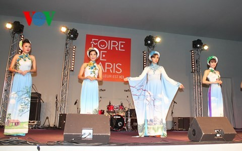 Promoting Vietnam S Traditional Long Dress To The Outside World