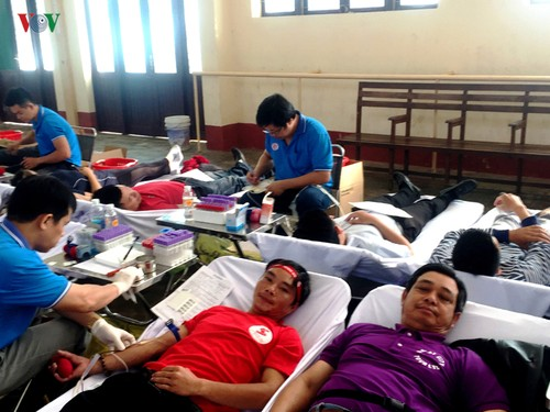 Voluntary blood donation movement spreads across Lam Dong - ảnh 1