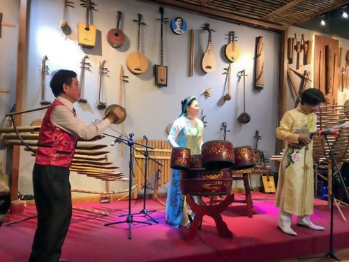 Ba Pho Music House, special space to preserve traditional musical instruments - ảnh 1