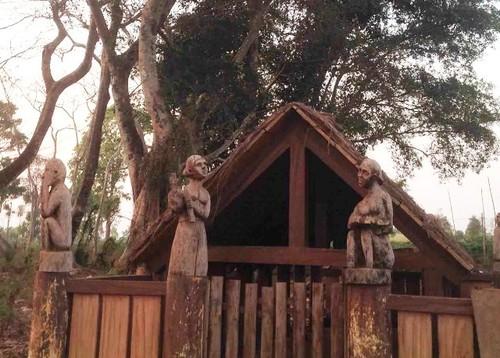 Grave sculptures of the Central Highlands - ảnh 2