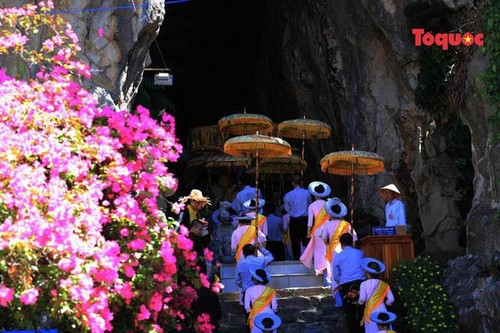 All Souls' Day festival  in Danang's Marble Mountain relic site - ảnh 5