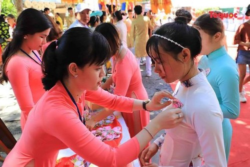 All Souls' Day festival  in Danang's Marble Mountain relic site - ảnh 9
