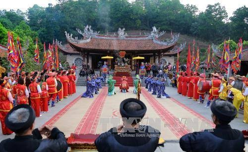 Worship of Hung Kings binds Vietnamese nation  - ảnh 1