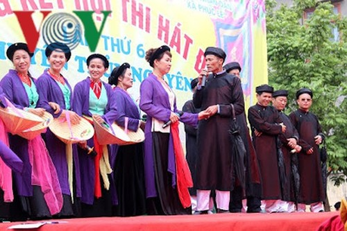 Dum singing enthralls visitors to Hai Phong's spring festivals  - ảnh 1