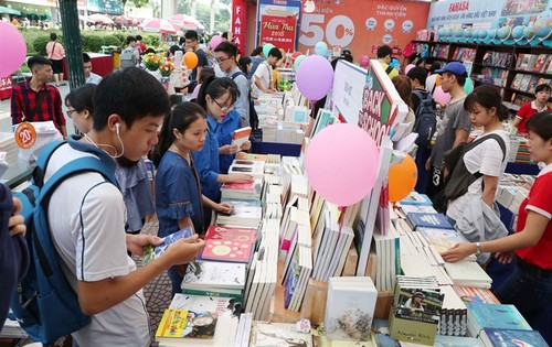 Young Vietnamese eager to read more - ảnh 1