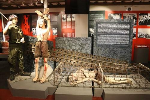 Hanoi's exhibition honors revolutionary prisoners  - ảnh 1