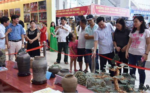 "Exhibition ""Thanh Hoa – Past and Present"" inspires pride of local traditions - ảnh 2"