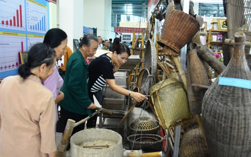 "Exhibition ""Thanh Hoa – Past and Present"" inspires pride of local traditions - ảnh 3"
