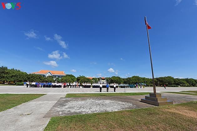 チュオンサ群島での国旗掲揚式