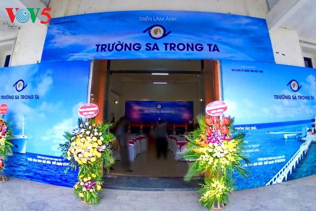 """Vernissage de l'exposition """"Truong Sa dans notre coeur"""""""