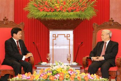 Sekjen Nguyen Phu Trong  dan PM Nguyen Tan Dung menerima Deputi PM, Menlu  Laos Thongloun Sisoulith - ảnh 1