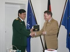 Vietnam dan Jerman mendorong bidang pertahanan - ảnh 1