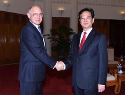 PM Nguyen Tan Dung menerima Walikota New York dan Menlu Argentina. - ảnh 2