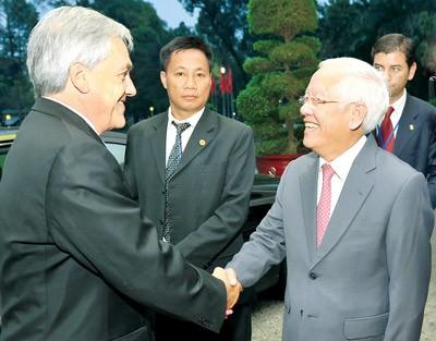 Presiden Cile  mengakhiri kunjungan resmi di Vietnam. - ảnh 1