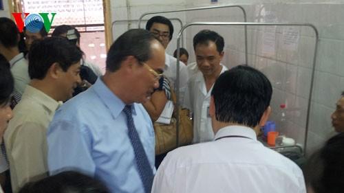 Deputi PM Vietnam Nguyen Thien Nhan  mengujungi Rumah Sakit Mata Pusat - ảnh 1