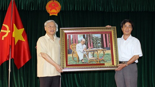 Sekjen KS PKV Nguyen Phu Trong  melakukan temu kerja di kabupaten Cat Hai, provinsi Hai Phong - ảnh 1