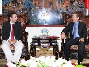 Deputi PM Vietnam, Ngyen Thien Nhan menerima Deputi Menteri Komunikasi Kuba, Wilfresdo Gonalez Vidal. - ảnh 1