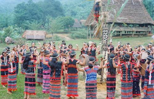 Tung tung da da - Tarian rakyat etnis minoritas Co Tu yang dipersembahkan kepada dewa - ảnh 1
