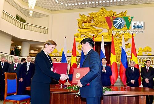 Vietnam-Federasi Rusia  menandatangani banyak program kerjasama  kesehatan yang penting - ảnh 1