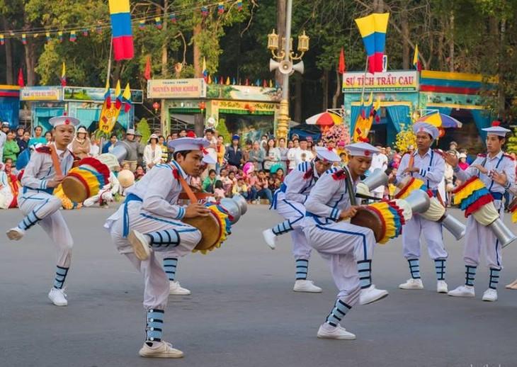 Tarian genderang Chhay-dam  diakui sebagai pusaka budaya non-bendawi nasional.  - ảnh 1