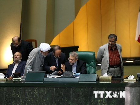 Uni Eropa dan Iran mengadakan perundingan untuk mendorong permufakatan nuklir. - ảnh 1