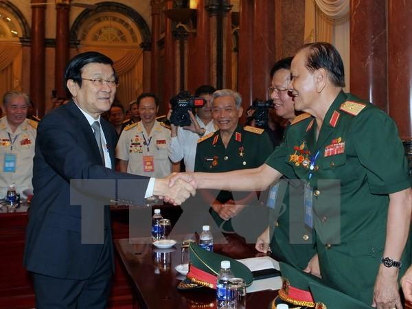Presiden Vietnam Truong Tan Sang  menerima rombongan tingkat tinggi  veteran perang Divisi 324. - ảnh 1