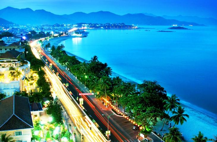 Festival Bahari Nha Trang –tahun 2015 akan menyerap kedatangan kira-kira 150 000 wisatawan - ảnh 1