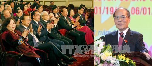 Pemimpin Partai dan Negara menemui para anggota MN Vietnam dari kota Hanoi dari berbagai periode - ảnh 1