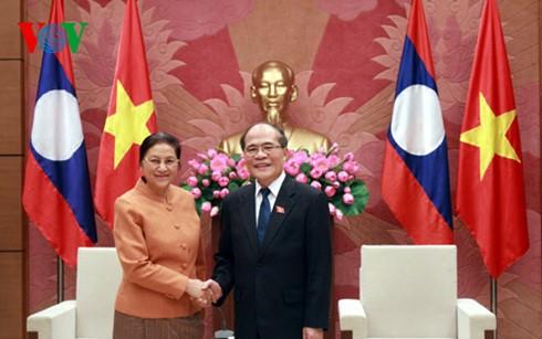 Ketua MN Vietnam Nguyen Sinh Hung menerima Ketua Parleman Laos dan Ketua Parlemen Kamboja. - ảnh 1