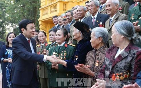 Presiden Vietnam, Truong Tan Sang  menerima delegasi orang yang berjasa kepada Tanah Air dari  provinsi  Ha Nam. - ảnh 1
