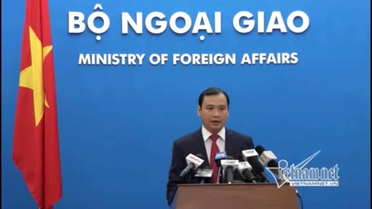 Vietnam dengan gigih menuntut kepada Tiongkok supaya menghentikan pelanggaran terhadap kedaulatan Vietnam - ảnh 1